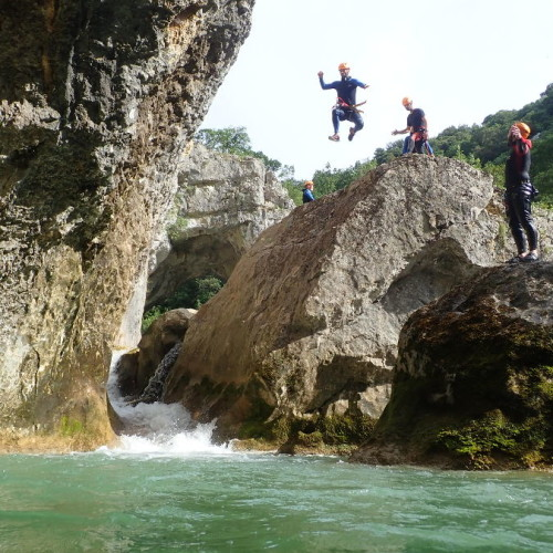 Canyoning Près De Montpellier Au Ravin Des Arcs Avec Entre2nature