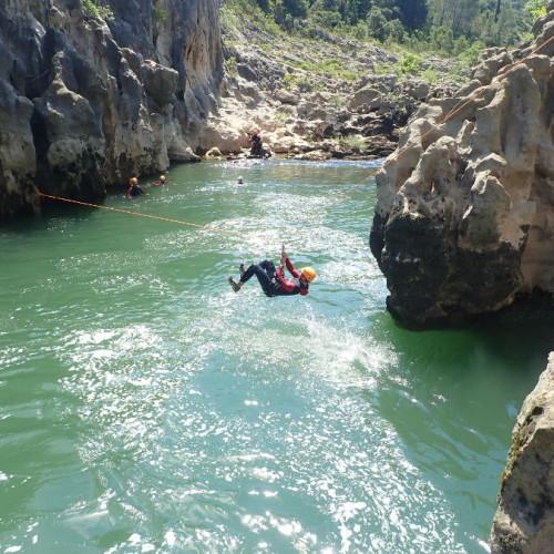 Tyrolienne Au Canyon Du Diable Dans Les Gorges De L'Hérault, Près De Montpellier
