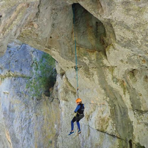 Canyoning Au Ravin Des Arcs Et Son Rappel En Fil D'araignée Près De Montpellier