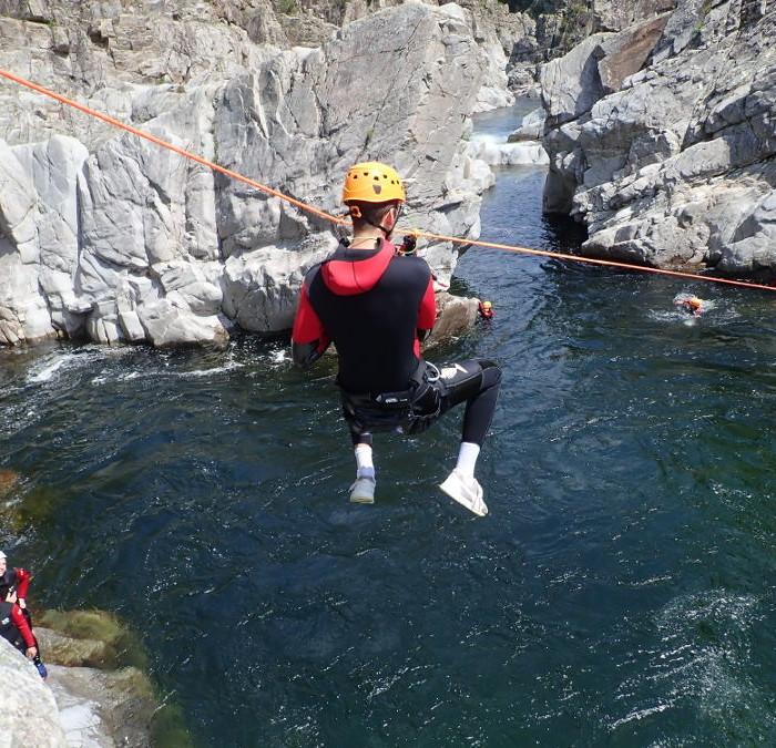 Tyrolienne En Canyoning Près De D'Anduze Et D'Alès