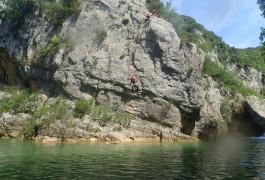 Canyon Du Ravin Des Arcs Et Sa Tyrolienne Splash Près De Montpellier