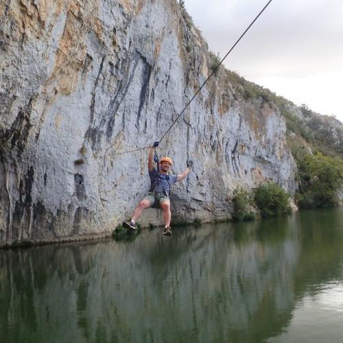 Via-ferrata Et Sa Tyrolienne Au-dessus Du Vidourle Près De Nîmes Dans Le Gard