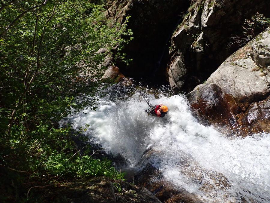 Canyoning aux cascades d'Orgon et son toboggan ékectable dans le Gard en Cévennes