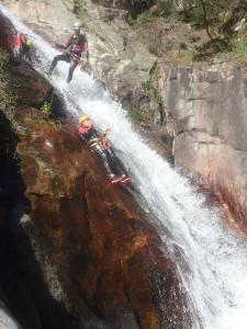 Canyoning au canyon du Rec Grand dans l'Hérault et ses nombreux toboggans