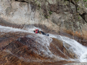 Toboggan en canyoning au Rec Grand proche de Béziers en Occitanie