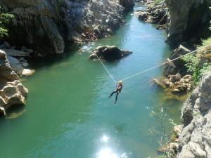 Canyoning près de Montpellier dans les gorges de l'Hérault au canyon du Diable.